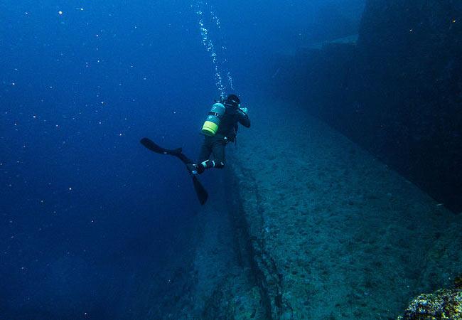 Things to do in Okinawa: Yonaguni Ruins