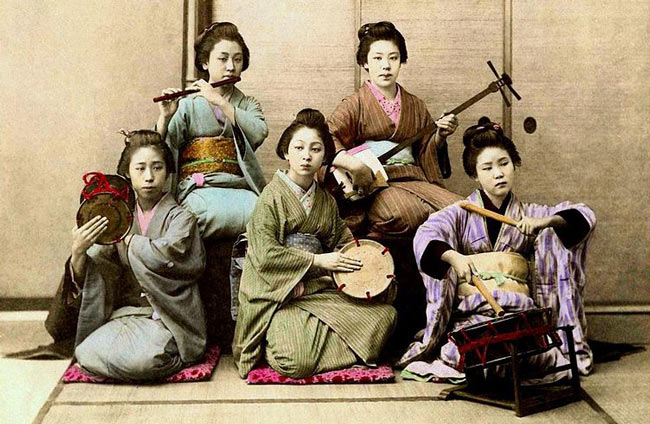 Geisha's with musical instruments