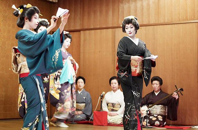 Geisha's doing a dance performance.