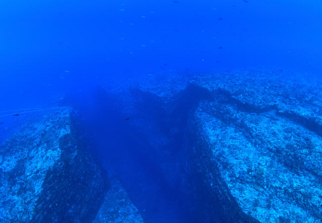 Tonbara Rock Okinawa diving