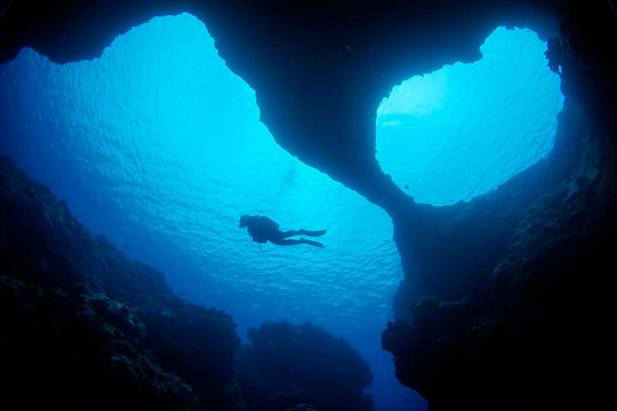 Okinawa Dive Spots: W-Arch