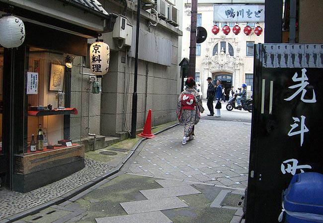 Kyoto Geisha Districts: Pontocho