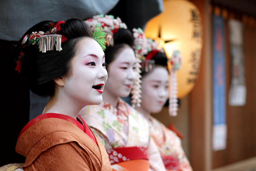 A maiko with ohaguro teeth