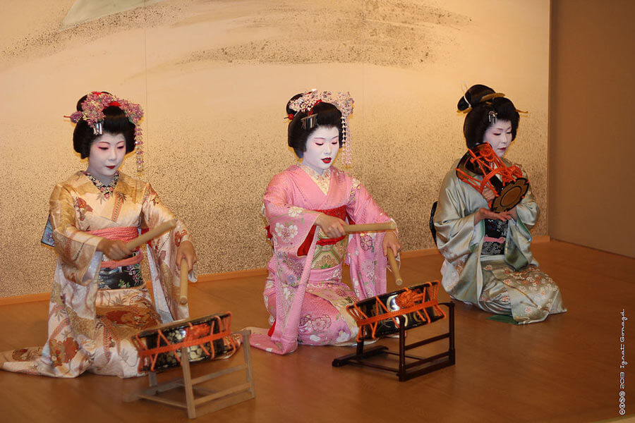Geisha's in Asakusa