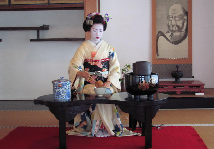 Geisha holding a tea ceremony
